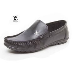 حراج کفش کالج Louis Vuitton (مشکی) جنس:چرم مصنوعی سایزبندی:41 تا 44 رنگ بندی:مشکی دارای کفی دوخته شده دارای لوگوی فلزی LV بسیار نرم و راحت ظاهر شیک و زیبا  قیمت محصول: 32000 تومان  لینک توضیحات بیشتر و خرید : http://ift.tt/1UtX1cj
