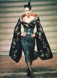 Alexander McQueen Haute Couture | Givenchy by Alexander McQueen, Haute Couture Fall-Winter 1997/98, Kim ...