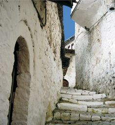 Berat is a museum city that has been put under the UNESCO World Heritage protection. It is also one of the oldest towns in Albania. This is a picture of Mangalem Neighborhood.