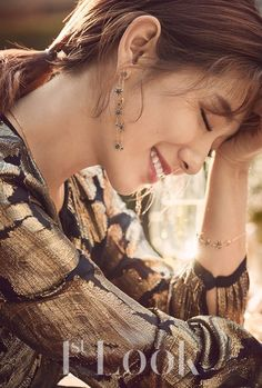Park Shin Hye looks beautiful for the holiday season with 'Swarovski' jewelry in '1st Look'