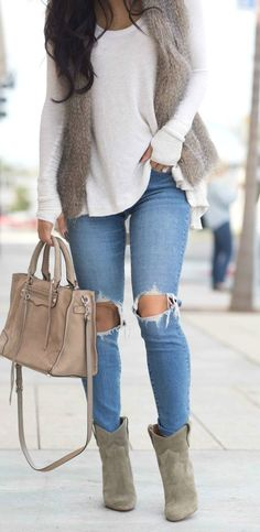 Clothes For Women To Wear Winter Womens Jeans Outfits, Outfits With Fur Vest, Winter Vest Outfits, Women Fall Outfits Thanksgiving Outfit, Winter Outfits Women, Fall Outfits, Fur Vest Outfits, Girly Outfits, Winter Dresses, Winter Vest Outfits, Women Casual Outfits, Fall Outfit Ideas