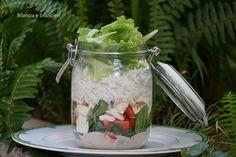Insalata di riso e tofu in salsa tahin, un condimento che insaporisce in modo naturale ed è un ottimo sostituto dell'olio d'oliva.