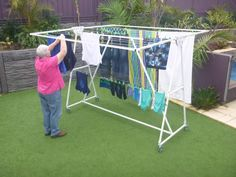 Clothesline - Fulcrum Mobile Clotheslines - New Aussie Idea Pvc Pipe Crafts, Pvc Pipe Projects, Drying Rack Laundry, Clothes Drying Racks, Portable Clothes Line, Outdoor Clothes Lines, Pvc Pipe Furniture, Diy Home Repair, Laundry Room Design