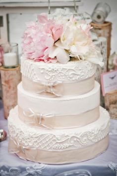 Stunning wedding cake.