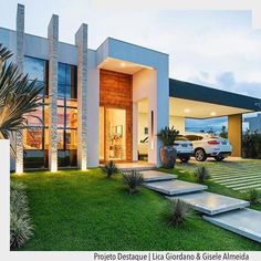 When you choose modern house plans as the basis for the design of your home, you veer off from the overt use of traditional styles that seem to be promi… Modern Exterior, Exterior Design, Design Interior, Facade House, House Goals, Modern House Design, Home Fashion, Future House, Beautiful Homes