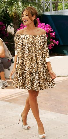 Eva Mendes Peep Toe Pumps - Eva looks amzing in this tunic dress. This shoe have this look glow. African Print Fashion, Fashion Prints, Off Shoulder Outfits, Dress Skirt, Dress Up, Fashion Beauty, Fashion Looks, Eva Mendes, Business Casual Outfits