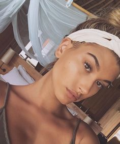 Hailey Baldwin is a barefaced beauty while in the Maldives | DRESSR