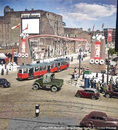 Poland People, Interesting Buildings, Warsaw, Eastern Europe, Public Transport, Nostalgia, Scenery, Retro, Architecture