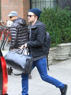 Thank God this is the only baggage Rob has to worry about these days.   The other bag will show up for the premier. ;)