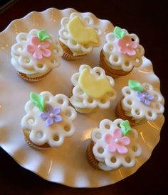Baby Shower Cupcakes for Girls   girl baby shower mini cupcakes mmf duck and flowers for baby girl baby ...