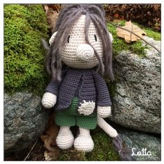 Galna i Garn Garden Sculpture, Craft Ideas, Outdoor Decor, Crafts, Amigurumi, Elves, Threading, Manualidades, Handmade Crafts