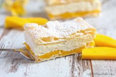 Mango Mille-Feuille, a fruity dessert with layers of puff pastry, mango puree and vanilla cream. Simply irresistible and quite easy to make. Pastry Recipes, Tart Recipes, Sweet Recipes, Baking Recipes, Dessert Recipes, Mango Desserts, Mango Recipes, Mango Float, Mango Puree
