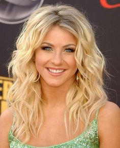 Perfect crimped waves. Fresh makeup. Love Julianne's look.