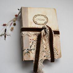Floral wedding guest book, photo album, Baby Storybook, painted white floral cover . 22x15 cm. de SevenMemoriesBookArt en Etsy