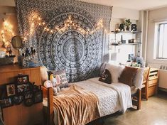 Uni room decoration ideas decorating a college bedroom ideas for turning your university room into home . Dorm Room Walls, Cool Dorm Rooms, College Dorm Rooms, Boho Dorm Room, Uni Room, Class Room, College Room Decor, College House, College Life