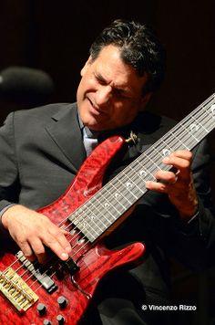 Apprenez à jouer de la guitare basse comme John Patitucci sur MyMusicTeacher.fr