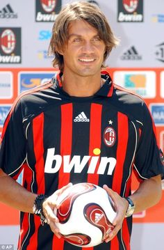Paolo Maldini my football idol Football Icon, Best Football Team, Football Shirts, College Football, Football Gif, Paolo Maldini, Football Hairstyles, Fc Chelsea, European Soccer