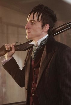 """Oswald Cobblepot in 2x11 """"Worse Than A Crime"""" (x)"""