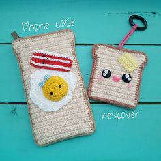 about bread toast :phonecase for ipone and key cover They're instock✌ Crochet Pouch, Crochet Keychain, Crochet Tree, Knit Crochet, Spinning Yarn, Crochet Food, Kids Bags, Knitted Bags, Diy Doll