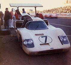 Le Mans 1967. 7 CHAPARRAL 2 F Chevrolet V8 6993 cc p+ 5.0 Chaparral Cars Inc. (USA)  Drivers: Mike Spence (GB) / Phil Hill (USA) Result: didn't finish (transmission gasket of oil).