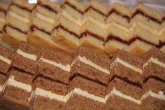 Brún lagkaka með kremi & hvít (Randalína) Xmas Food, Iceland, Treats, Desserts, Christmas, Recipes, Cakes, Ice Land, Sweet Like Candy