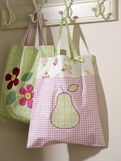 Summer has finally arrived! – And that means hitting the streets, park or beach with some cute-looking arm candy. This simple pear tote bag is the perfect project if you're new to sewing and need to get going quick-smart. Diy And Crafts Sewing, Crafts For Girls, Hobbies And Crafts, Sewing Projects, Diy Crafts, Craft Wedding, Sewing For Beginners, Craft Videos, Kids Videos