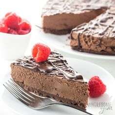 Keto Low Carb No Bake Chocolate Cheesecake Recipe - An easy no bake chocolate cheesecake recipe with 20 minute prep! Keto low carb chocolate cheesecake has just 5 ingredients in the crust & 4 in the filling. No Bake Chocolate Cheesecake, Low Carb Cheesecake, Cheesecake Brownies, Chocolate Desserts, Baking Chocolate, Raspberry Cheesecake, Diabetic Cheesecake, Cheesecake Crust, Dessert Bars