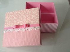 Caja con cinta y tela