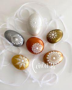 Mandala Art, Mandala Rocks, Painted Rocks Craft, Gouache, Rock Crafts, Dot Painting, Easter Eggs, Stones, Instagram