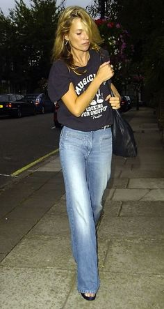 Kate Moss rocks the flares