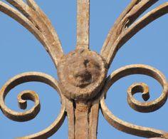 Ακροκέραμα: Νεοκλασσικά στοιχεία στην παραδοσιακή αρχιτεκτονικh Mονεμβασιάς ..