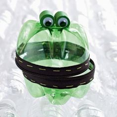 Treasure-Keeper Frog/ 40 recycled crafts projects for kids Recycled Crafts Kids, Crafts For Boys, Family Crafts, Craft Projects For Kids, Diy For Kids, Activities For Kids, Recycled Art, Recycled Materials, Repurposed