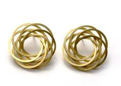 Claude Schmitz. Earrings: Fleur géométrique, 2002. Gold.