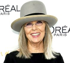 Diane Keaton has at all times impressed us together with her extraordinary style decisions and effortlessly elegant hairstyles. Certain there was indicators of Diane Keaton cosmetic surgery, however s Diane Keaton Hairstyles, Style Bob, Dianne Keaton, Stylish Older Women, Blonder Bob, Hair Photo, Aging Gracefully, Celebrity Hairstyles, Crazy Hairstyles