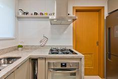 Apartamento ES por Luciana Ribeiro Arquitetura | homify Kitchen Cabinets, Home Decor, Good Ideas, Log Projects, Arquitetura, Houses, Decoration Home, Room Decor, Cabinets