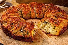 Homebaked garlic bread- Selbstgebackenes Knoblauchbrot Homemade Garlic Bread (recipe with image) from Chef Video Bread Recipes, Cooking Recipes, Homemade Garlic Bread, Bread Starter, Party Finger Foods, Bread Baking, Scones, Food Inspiration, Food Porn