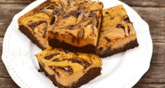 Cream cheese swirl brownies at Topisaw General Store. Healthy Desserts, Dessert Recipes, Winter Food, Pumpkin Recipes, Cake Cookies, No Bake Cake, Halloween, Street Food, Good Food