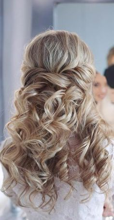 Featured Hairstyle: tonyastylist (Tonya Pushkareva) www.instagram.com/tonyastylis; Wedding hairstyle idea.