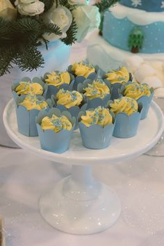 Frozen blue cupcakes Frozen Themed Birthday Party, Birthday Party Themes, Blue Cupcakes, Table Decorations, Kids, Home Decor, Toddlers, Homemade Home Decor, Boys