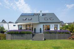New Kitchen Designs, Kitchen Models, Garden Architecture, House Entrance, Exterior Doors, Backyard Landscaping, Indoor Plants, Pergola, Split Level