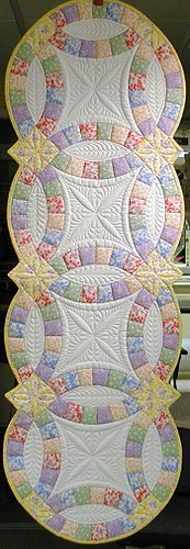 Beautiful accentual quilting for this pattern. Though I'll never make a double wedding ring quilt again! Patchwork Quilting, Longarm Quilting, Free Motion Quilting, Machine Quilting, Quilting Projects, Quilting Designs, Sewing Projects, Quilting Ideas, Quilted Table Toppers