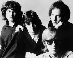 The Doors  The Doors foi uma banda de rock psicadélico norte-americana formada em 1965 em Los Angeles, Califórnia. O grupo era composto por Jim Morrison, Ray Manzarek, Robby Krieger e John Densmore.