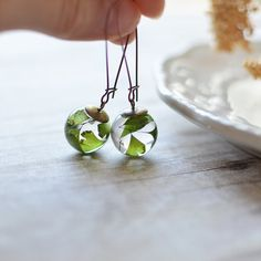 Fern earrings - resin sphere, maidenhair fern jewelry, pressed leaf, nature jewelry, eco resin jewelry, gift for a woman, gift under 40 on Etsy, 26,02 €