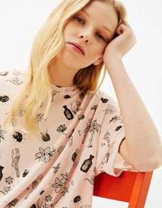 Discover the latest trends in Tees with Bershka. Log in now and find 336 Tees and new products every week Vegan Clothing, Hang Ten, Fashion Graphic, Summer Girls, Spring Summer, T Shirts For Women, Clothes For Women, Bikinis, Floral Tops