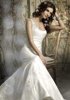 Enchanting Scoop Neckline Appliques Satin Mermaid Wedding Apparels
