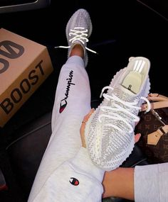 Buy now, send free Ems + box Adidas yeezy 350 Price reduced to @ (usually grade. Yeezy Sneakers, Shoes Sneakers, Sneakers Adidas, Baskets Yeezy, Yeezy Womens, Yezzy Shoes Women, Mode Adidas, Sneakers Fashion, Woman Outfits