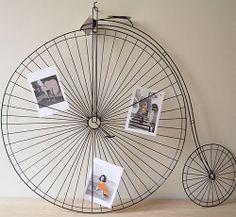 Portafotos de forja con forma de bicicleta antigua. Queda preciosa en la pared.  www.honeypoppies.com