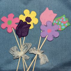 These salt dough mothers day flowers make a great gift for mom, and a great Spring project for the kids!