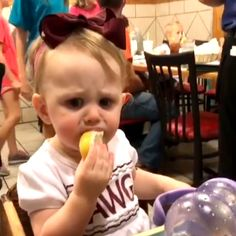 - Kids and cuteness & Parenting - Lustig Cute Funny Baby Videos, Cute Funny Babies, Funny Videos For Kids, Videos Funny, Funny Cute, Funny Memes, Hilarious, Cat Memes, Best Kids Watches