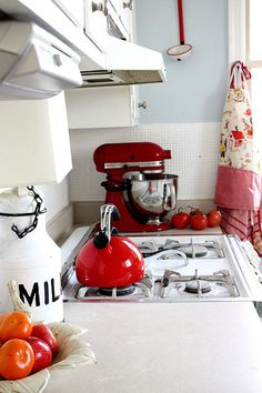 RED! Why don't I wind up my Kitchenaid cord like this? Tiny detail, but smart.